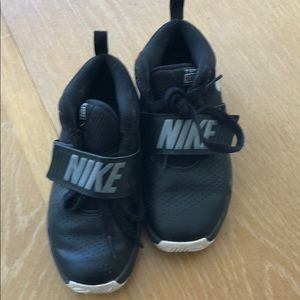 Nike team hustle kids boot, Size 1.5